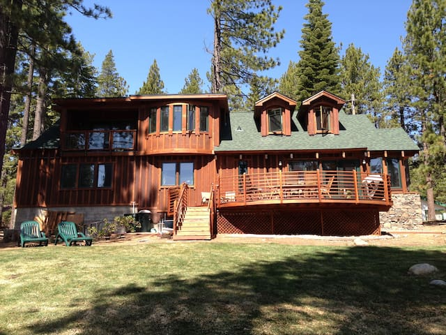 Tranquil and Serene in the woods - South Lake Tahoe - Hus