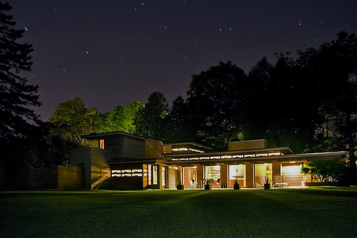 Frank Lloyd Wright's Schwartz House/Still Bend - Two Rivers - Casa