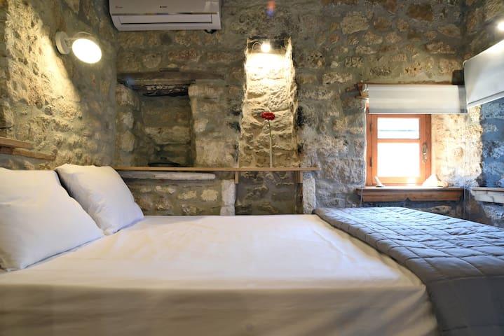 Afytos Casa Grigoriou Camara 1