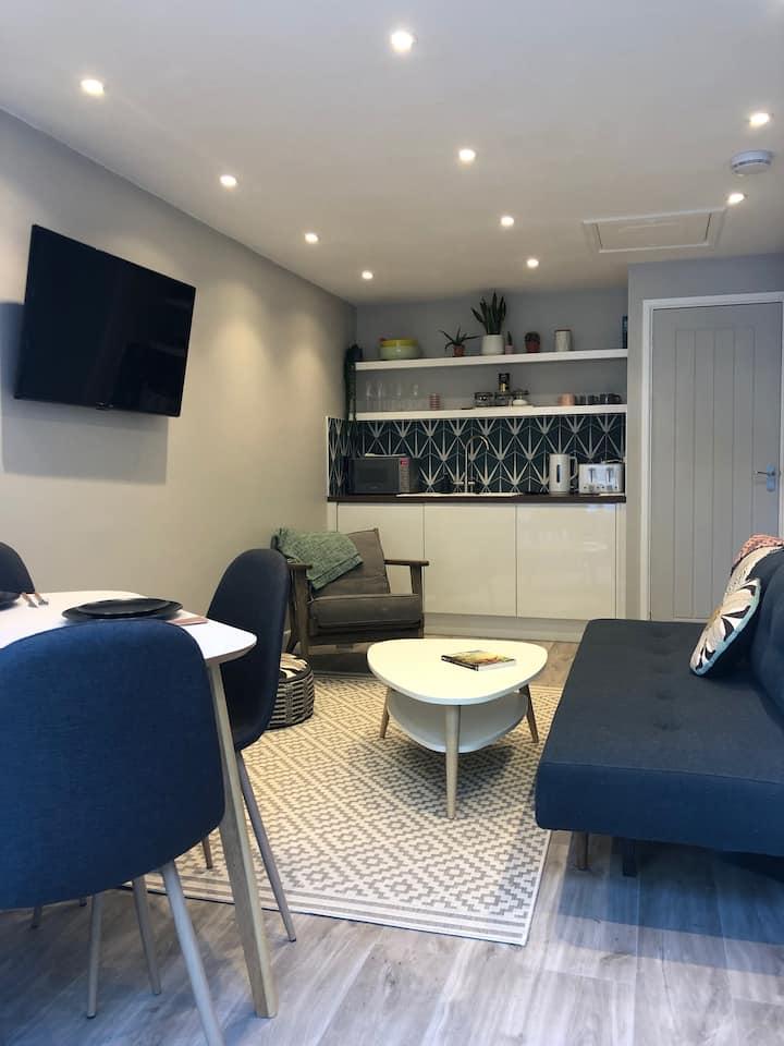 The Annexe, Truro, stylish, clean, 1 bed apt