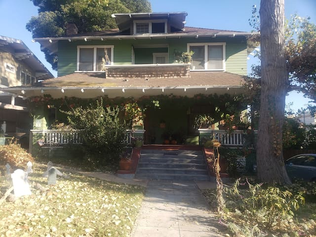 Garden view room in charming Silverlake craftsman