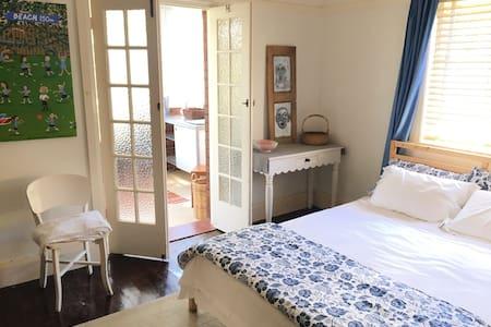 Bedroom + sunroom $100 per night - Fairlight