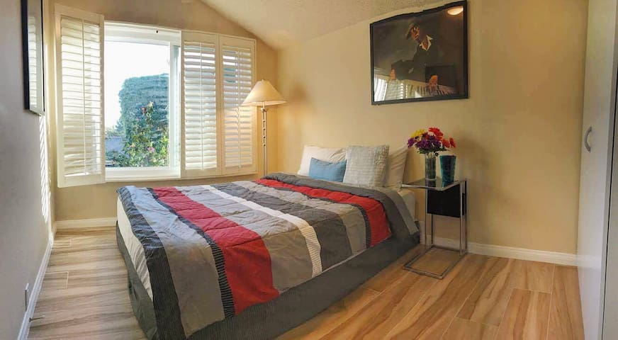 Beautiful garden view bedroom - Westminster - House