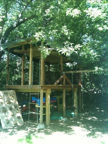 Unique! TREE HOUSE Camping 6ft off the ground. :)