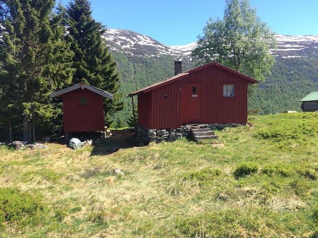 Jarlebu - small cosy cabin near mountains