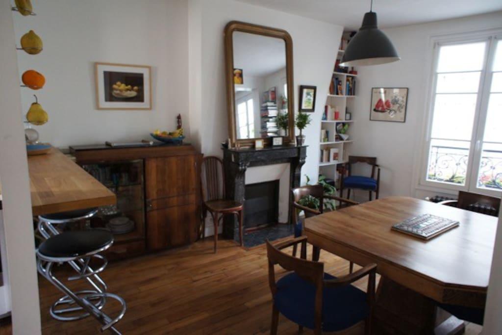 coté salle a manger/ dining area