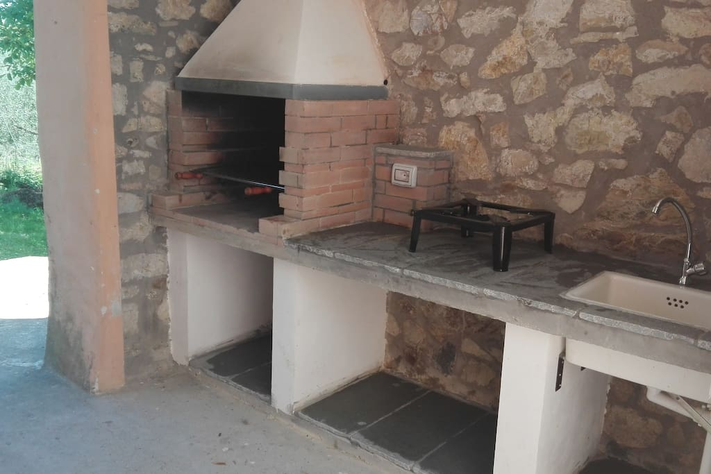 BBQ and outside kitchen