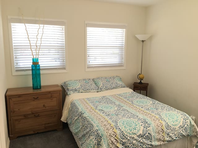 Private room w full size bed II - Los Angeles - Rumah
