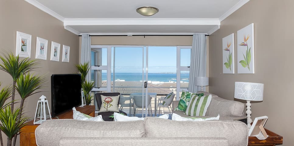 Ocean & Mountain View ★ Superb Apartment