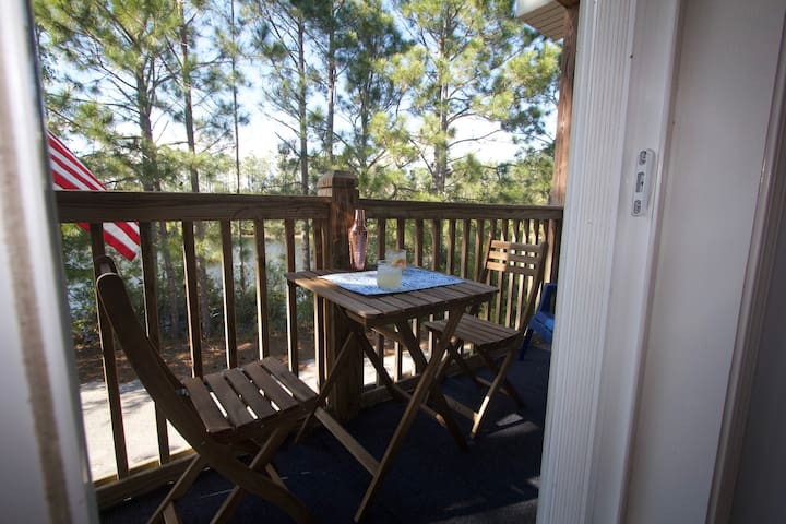 Cozy apartment, close to beaches of 30A!