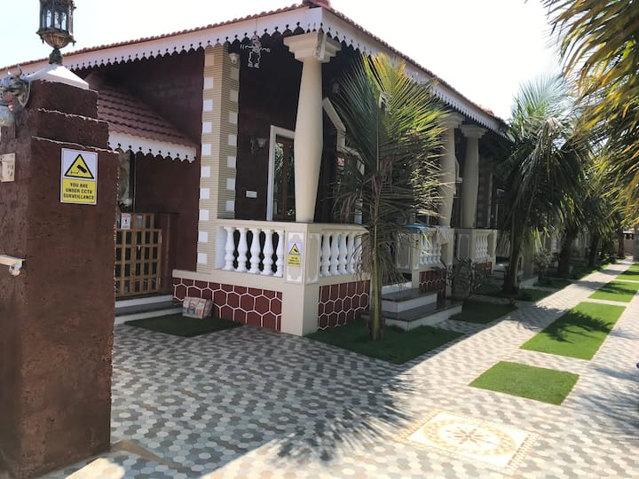 Green View Cottage with Private Balcony at Baga