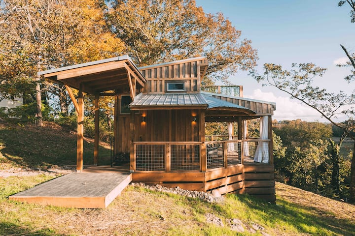 Little River Tiny House *roof top deck*