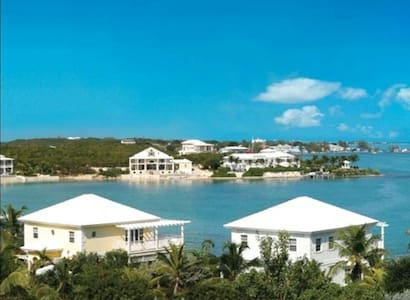 OCEANFRONT VILLA AT FEBRUARY POINT - George Town - Villa