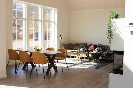 Nybyggd unik villa vid Fjärås Bräcka naturområde