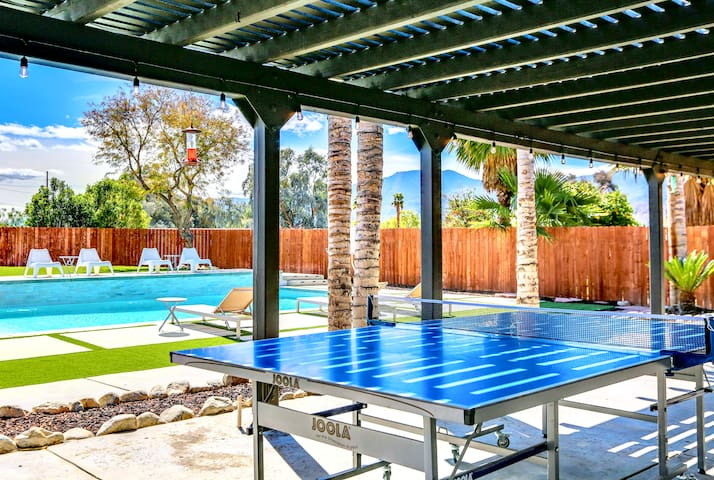 Host a ping-pong tournament on the backyard patio
