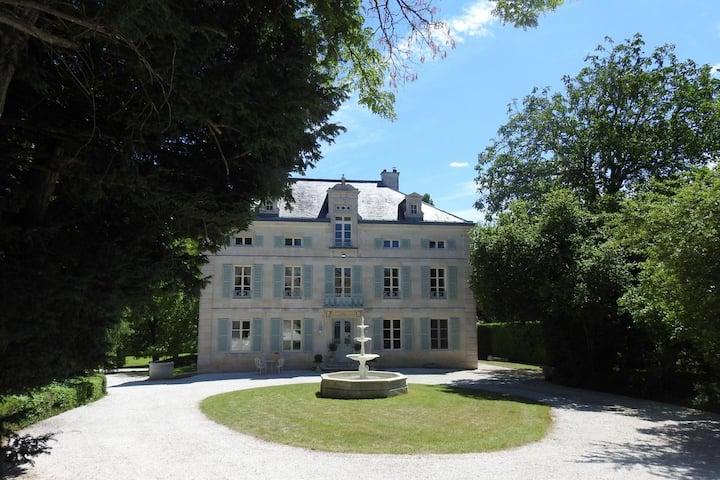 Maison de maître du 19 ème siècle avec piscine