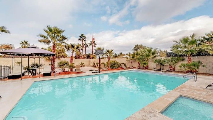 Affordable Vacation Resort w/ Pool, Hottub - 6480