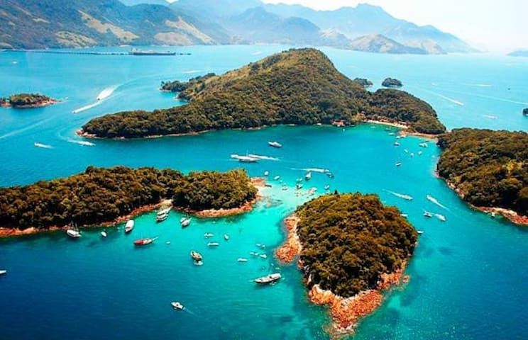 Angra dos Reis. O paraíso com 365 ilhas.