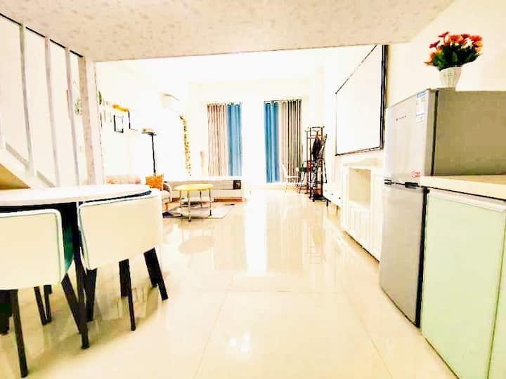 小清新落地窗loft公寓 配套齐全,交通便利,舒适体验