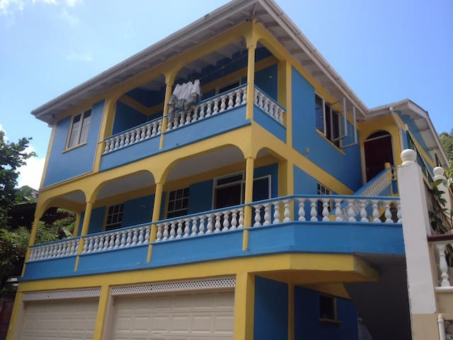 Spacious airy apartment. - Soufriere - Casa