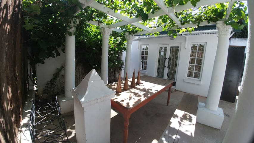 Cosy garden flat on the hill - Uitenhage - Huoneisto