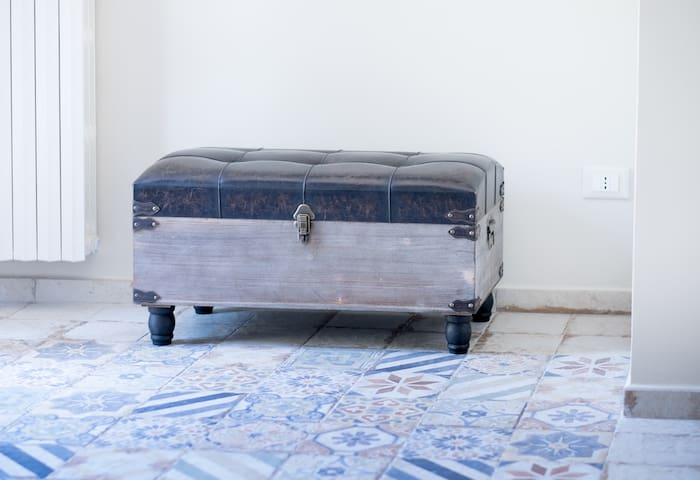 Nel baule sono a vostra disposizione i teli per i lettini sul terrazzo, per prendere il sole comodamente.