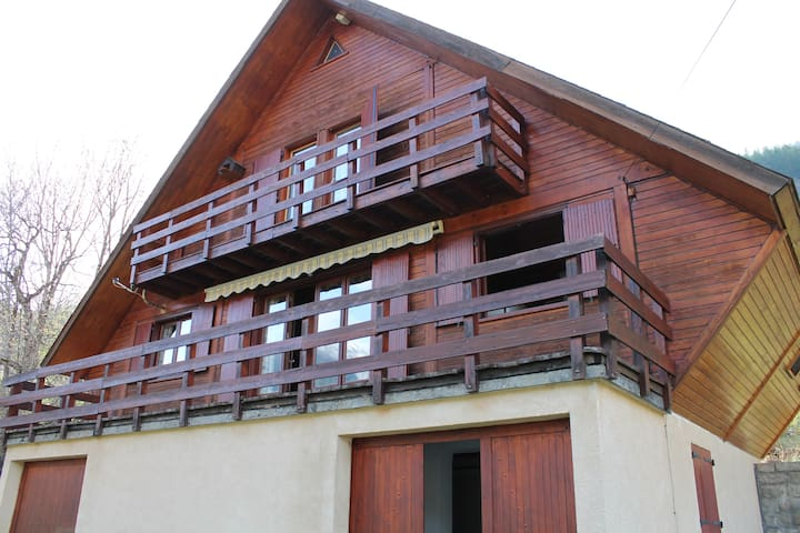 Grand chalet traditionnel plein sud - Colmars les alpes - Alpehytte