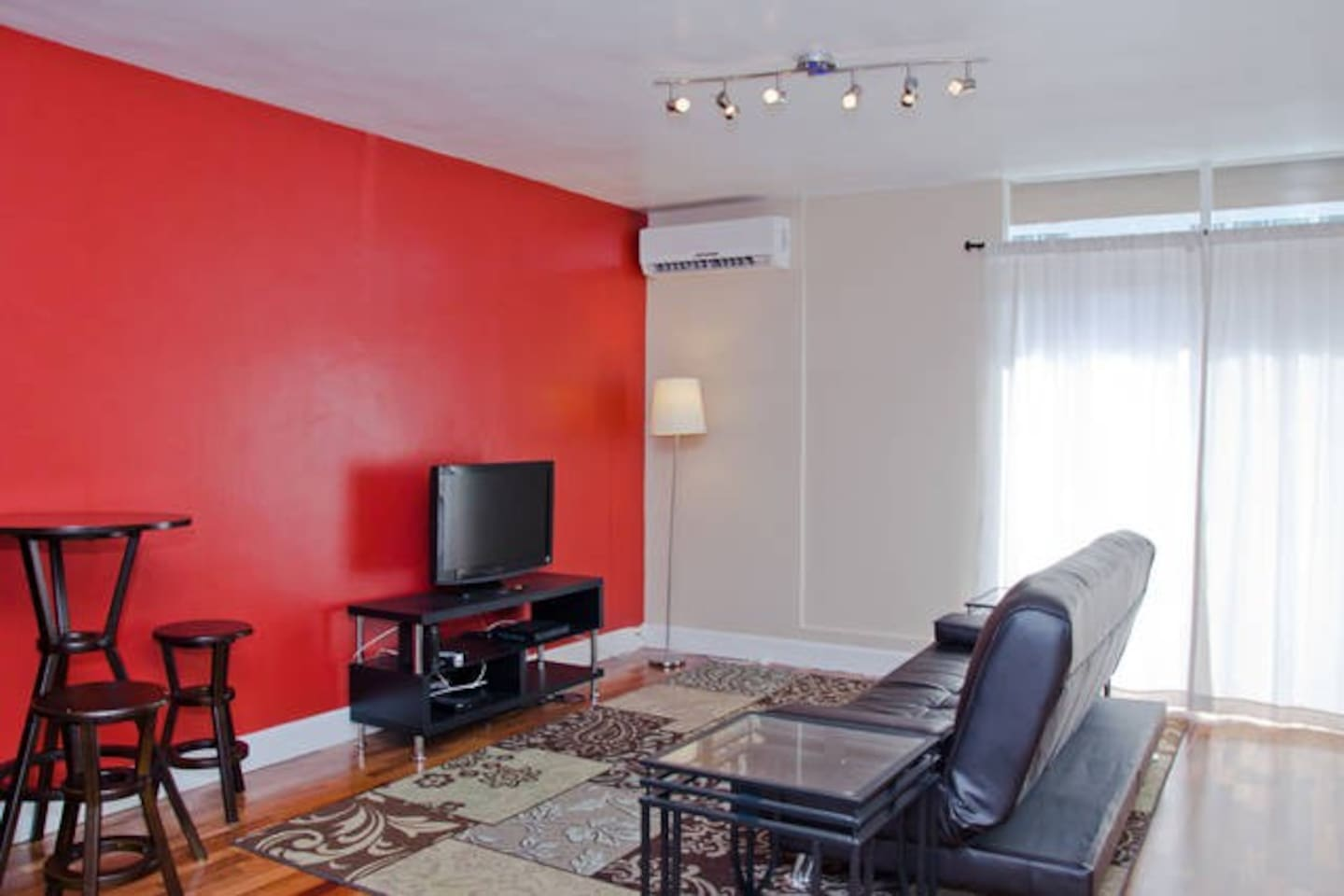 Living and eating area, has TV with cable and wi-fi