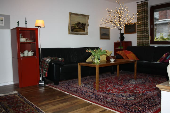 Ruhiges Wohnen mit Terrasse+Garten
