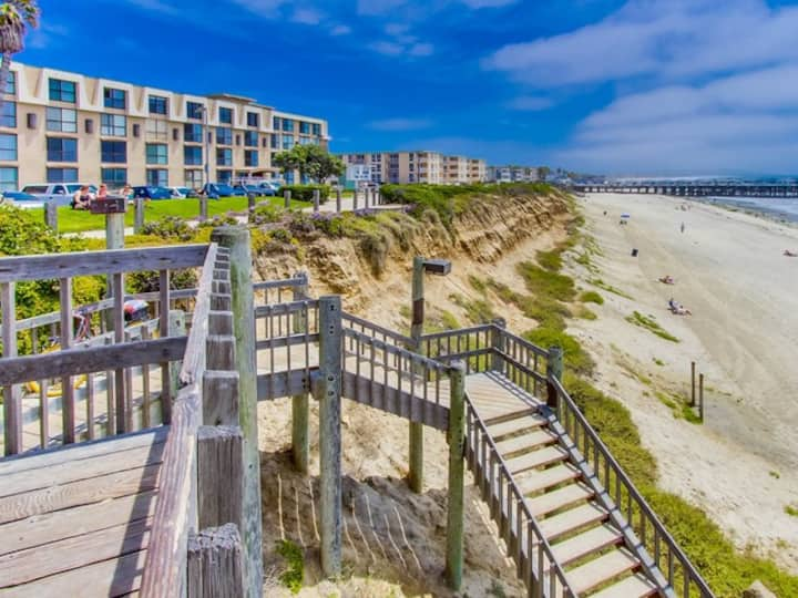 OCEANFRONT Condo - Pool & Steps to the Sand!