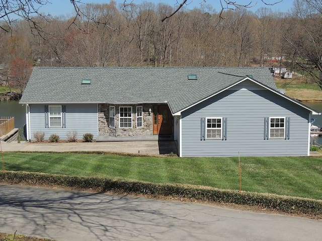 Private Dock, Game Room, Hot Tub, Fire Pit!! - Sherrills Ford - Hus