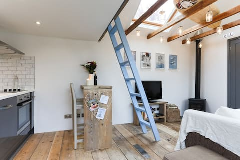 Cosy country hideaway, near the sea (Dog Friendly)