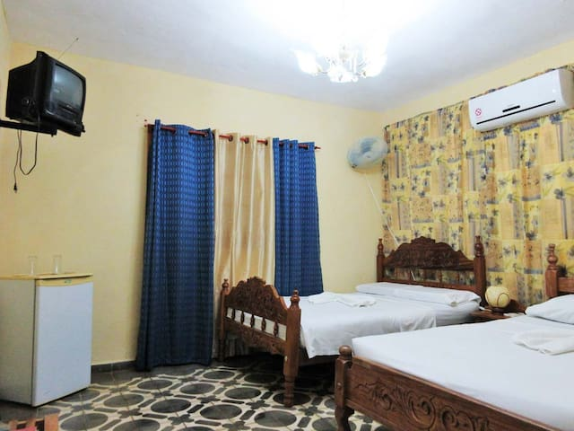 2 Rooms &Terrace near Viazul and Plaza Mayor-Bykes