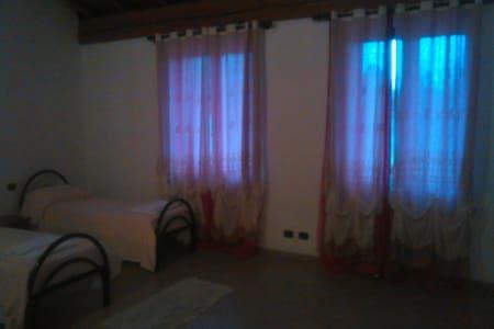 Camera doppia con bagno privato - Orio Litta