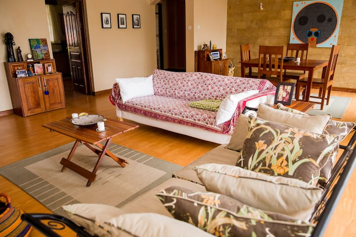 Secure & spacious Apt., Washer/Dryer, Maid - Nairobi - Apartamento