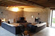 Un salon de 45 m2, TV, Wi-FI, piano