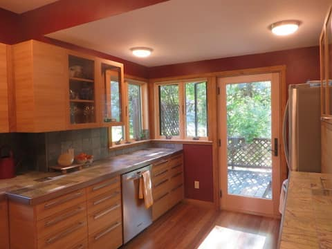 Comfy Renovated 1905 3BR home .9 Mi to KU  & DT