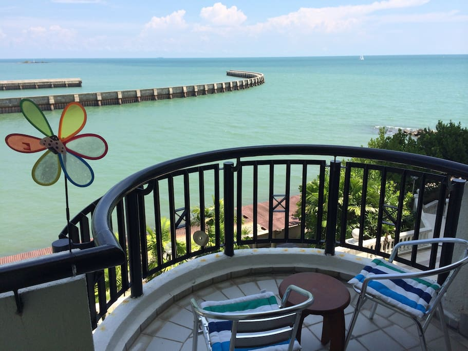 Chill out on the balcony with your coffee with added fresh sea breeze while listening to sea waves splashing about