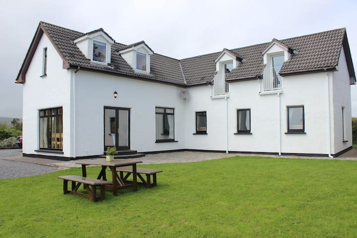 Innisfree House - 4 Bedroom Altantic View Cottage - Ballinskelligs - Cabana