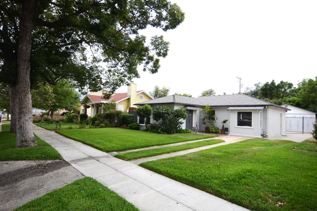 2 Bedrooms 1 Bath 1 2 Of A House Apartments For Rent In Burbank California United States
