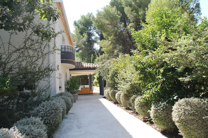 Casa de diseño en plena naturaleza  - Vilamarxant