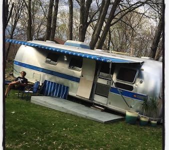 1971 Vintage Airstream, Sleeps 4 - Gardiner - รถบ้าน/รถ RV