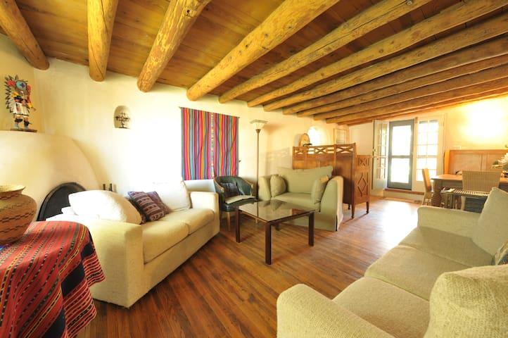 CASA ALEGRIA, charming adobe home - Santa Fe - Rumah