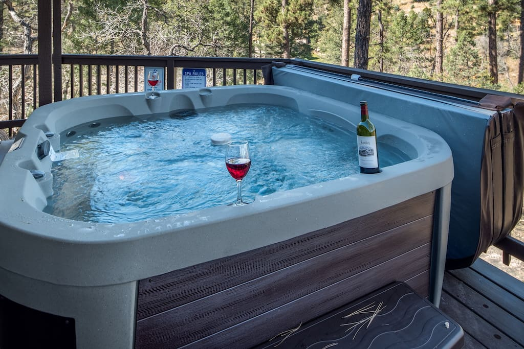 Hot tub accommodating up to 6 people