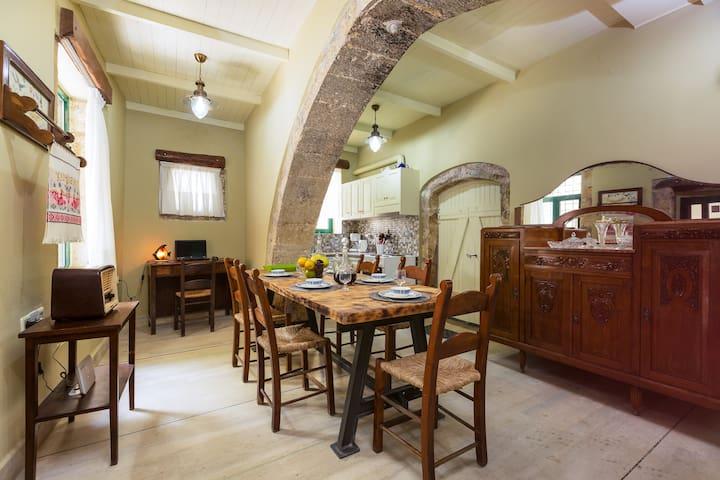 Patrico, Historical Stone Made House - Zouridi - Villa