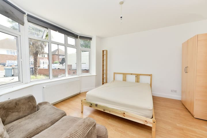 Big Bright Sunny Double Room in Wembley Central