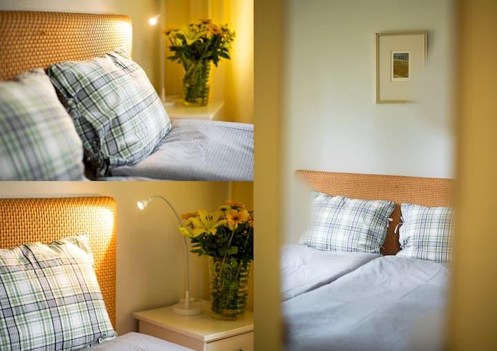Keltainen makuuhuone