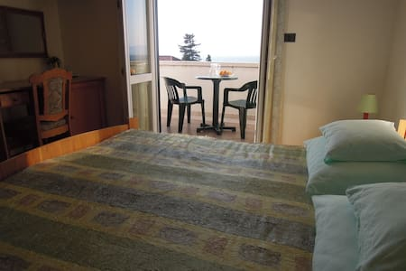 Villa Bunta B&B Room04 Free Parking - ซัตติแวน - ที่พักพร้อมอาหารเช้า