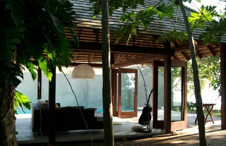 KOOYU VILLAS BEACHFONT POOL VILLA 4