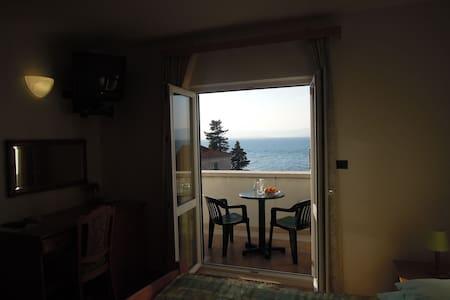 Villa Bunta B&B Room05 Free Parking - ซัตติแวน - ที่พักพร้อมอาหารเช้า